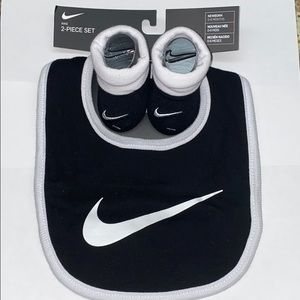 Nike 2 Piece Bib and Booties Set